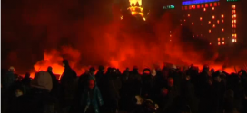 Demonstrators rally late into the evening, lighting fires near the Kiev barricades, as opposition leaders meet with the presidency.  Courtesy Reuters. Photo grabbed from Reuters video