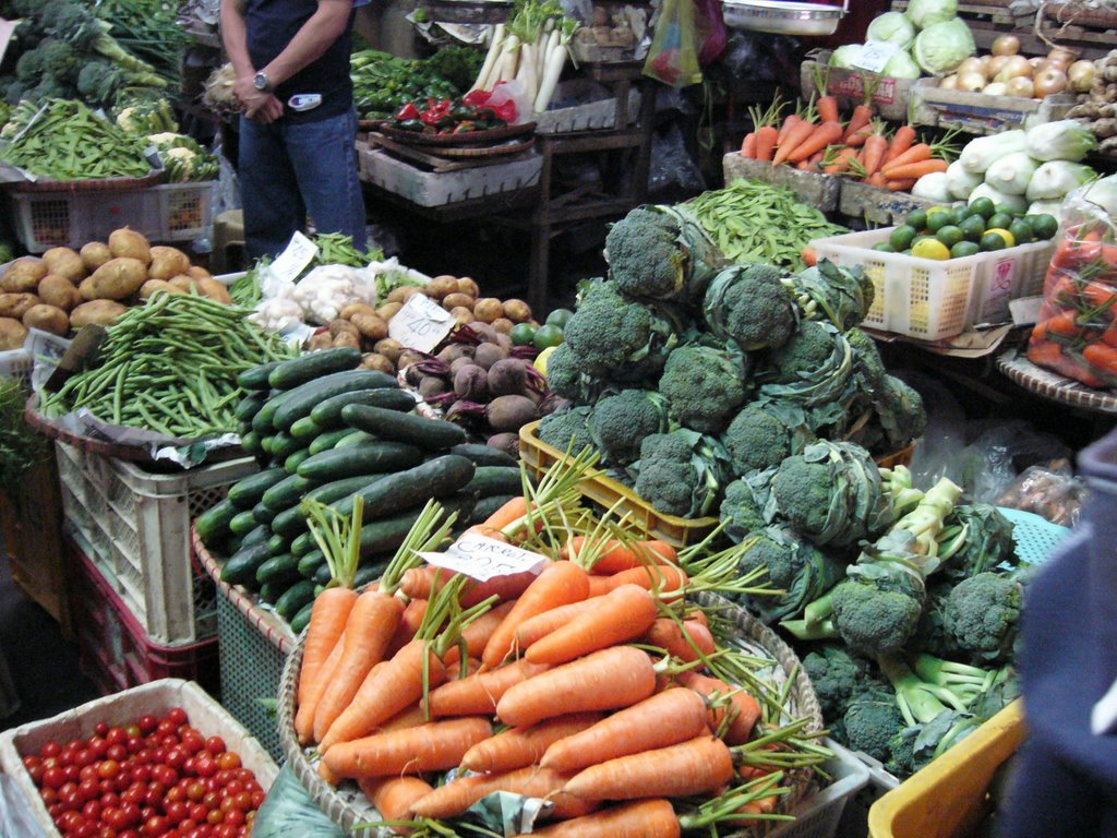 The Department of Agriculture said on Tuesday that the prices of pork, potato and eggplant prices has dropped while the prices of fish and certain vegetables went up following the onslaught of typhoon Ineng. (Photo courtesy of vinceragay.blogspot.com)