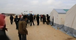 Thousands of Syrians stuck at Turkey's border