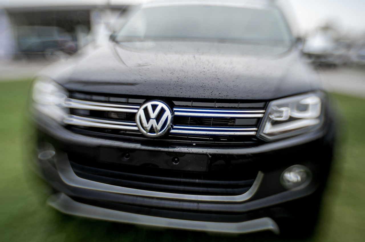 The logo of German car maker Volkswagen is pictured onto a car at a sales branch and garage in Dunkerque (Dunkirk), northern France, on November 4, 2015. Shares in Volkswagen took a renewed battering on November 4 as evidence emerged that the massive pollution cheating scandal engulfing the company may also involve petrol engines, not just diesel engines. AFP PHOTO / PHILIPPE HUGUEN / AFP PHOTO / PHILIPPE HUGUEN