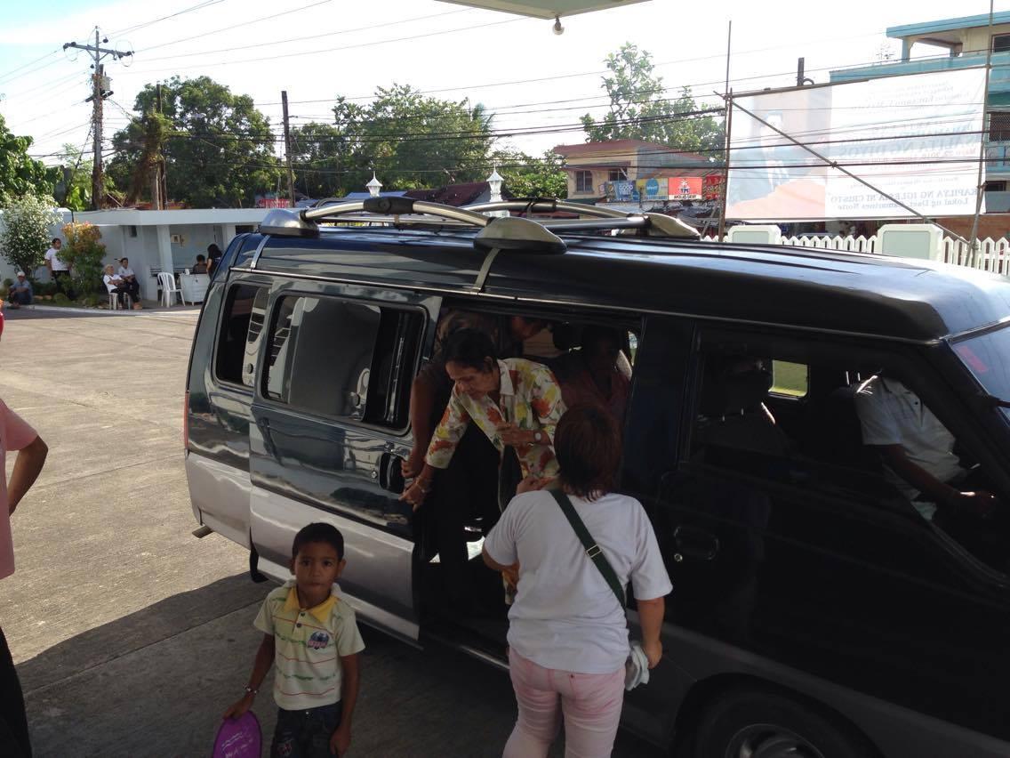 Mga miyembro ng INC kasama ang kanilang mga bisita sa Lokal ng Daet, Camarines Norte