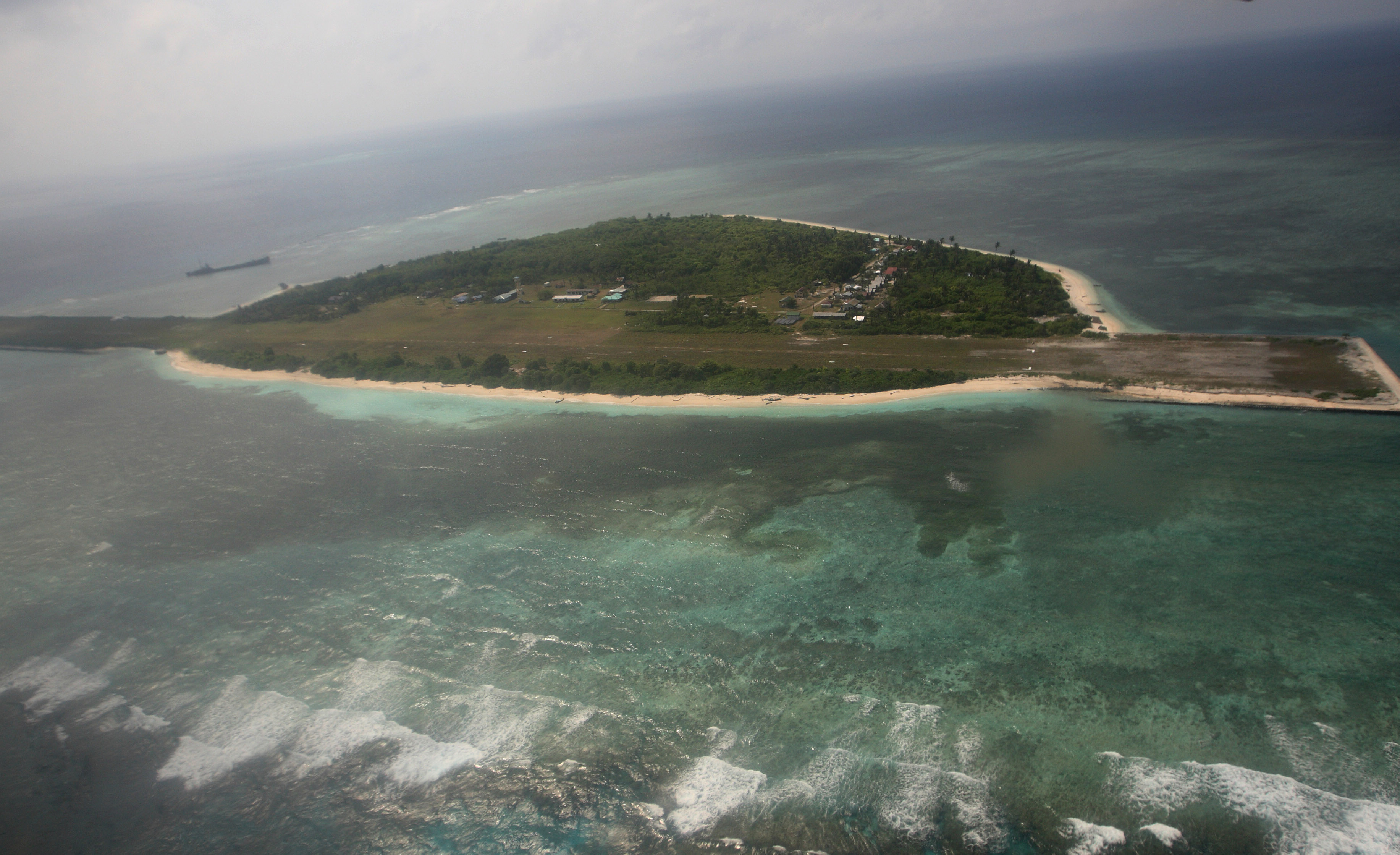 An aerial photo shows Thitu Island, part of the disputed Spratly group of islands, in the South China Sea located off the coast of western Philippines on July 20, 2011.  Philippine lawmakers flew to an island in the disputed Spratly chain, despite warnings from China that the trip would destabilise the region and damage ties.   AFP PHOTO / POOL / AFP PHOTO / POOL / ROLEX DELA PENA
