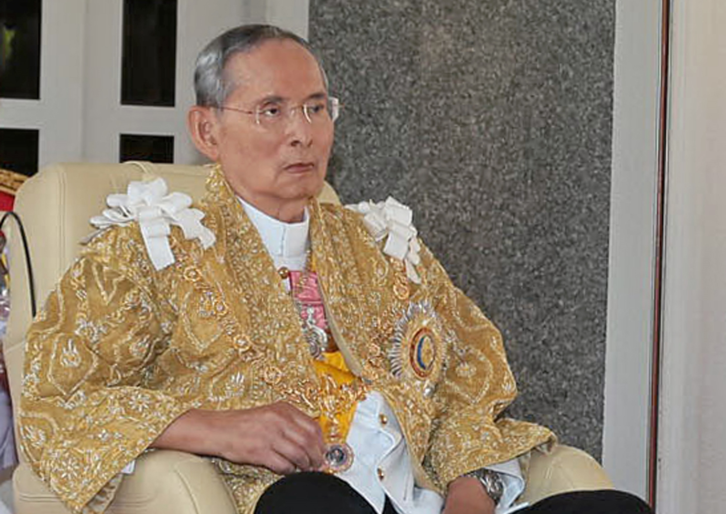 "This handout photo taken on December 5, 2013 by the Thai Royal Bureau shows Thai King Bhumibol Adulyadej sitting in a wheelchair at the Rajapracha Samakhom Pavillion of Klai Kanwon Palace in Hua Hin resort. Thailand's revered King Bhumibol Adulyadej urged the nation to work together for ""stability"" in a speech on his 86th birthday, marked by an easing of tensions after violent anti-government protests. AFP PHOTO / Thai Royal Bureau   -----EDITORS NOTE---- RESTRICTED TO EDITORIAL USE - MANDATORY CREDIT ""AFP PHOTO / Thai Royal Bureau"" - NO MARKETING NO ADVERTISING CAMPAIGNS - DISTRIBUTED AS A SERVICE TO CLIENTS / AFP PHOTO / Thai Royal Bureau / Thai Royal Bureau"