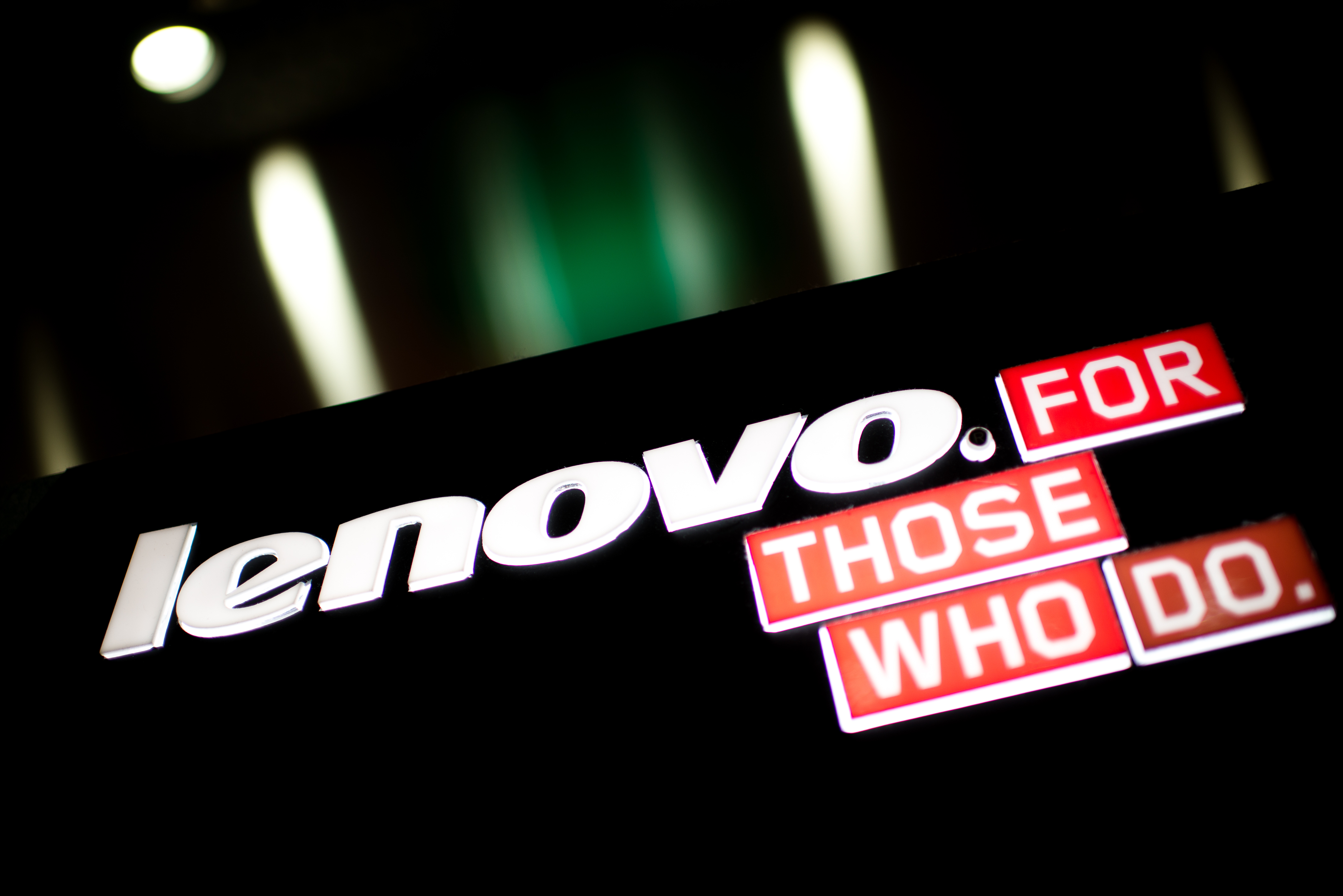 A logo of Chinese computer giant Lenovo is displayed in Hong Kong on February 13, 2014. Lenovo Chairman Yang Yuanqing pledged on February 13 to make the company the world's third-biggest smartphone seller following an acquisition binge as the firm announced a 30 percent profit surge.  AFP PHOTO / Philippe Lopez / AFP PHOTO / PHILIPPE LOPEZ