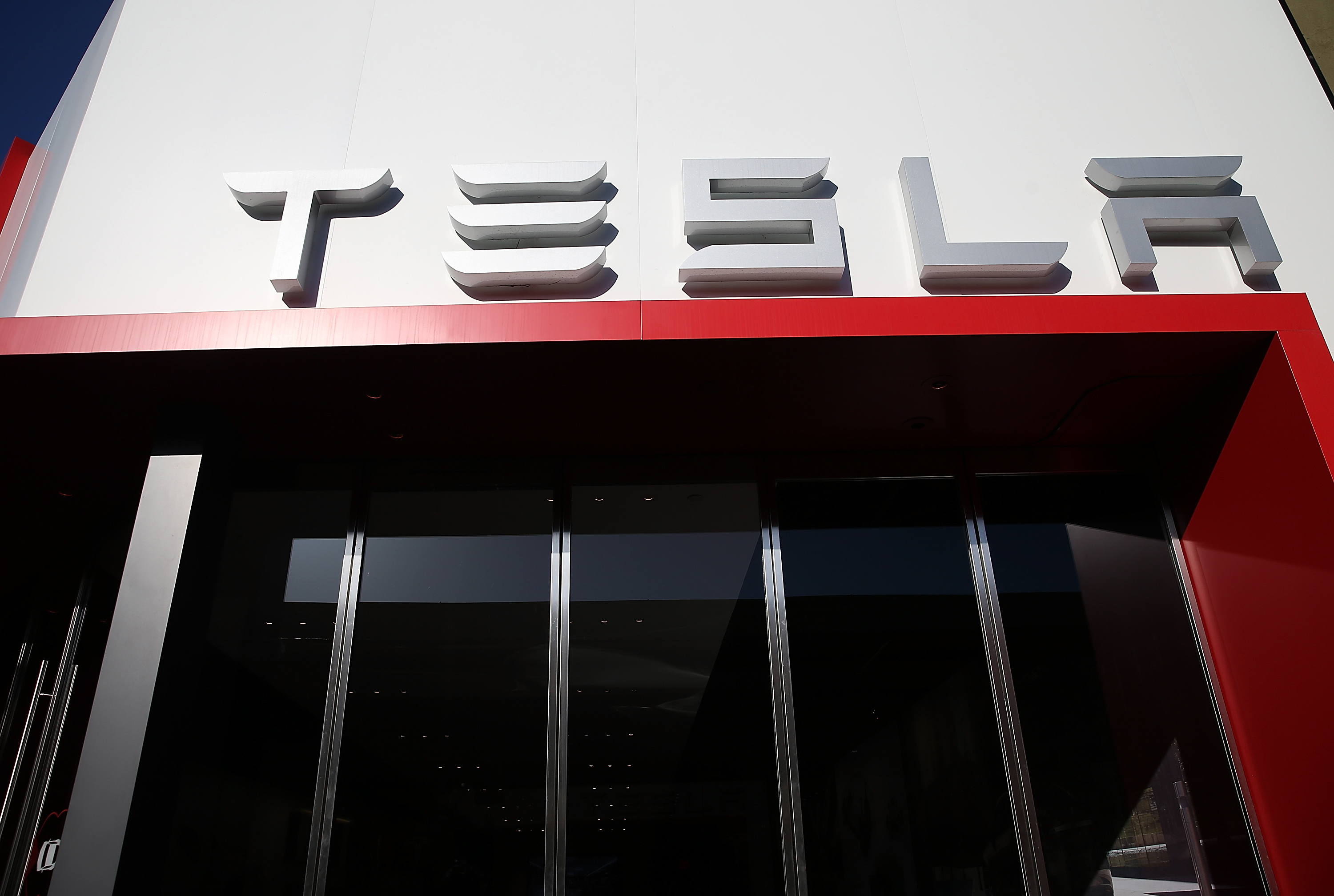 CORTE MADERA, CALIFORNIA - APRIL 04: An exterior view of a Tesla showroom on April 4, 2016 in Corte Madera, California. Worldwide pre-orders for Tesla's upcoming Model 3 have surpassed 275,000 in the first week that pre-orders were made available to the public.   Justin Sullivan/Getty Images/AFP