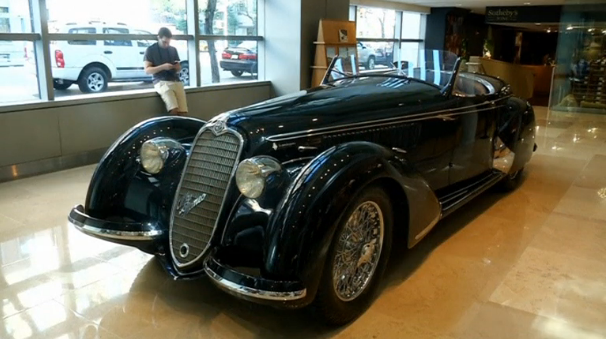 A rare Alfa Romeo that is expected to set a record for a pre-World War II automobile sold at auction at more than $15 million (USD) goes on display in New York before upcoming sale. (Photo captured from Reuters video)