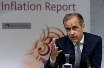 Governor of the Bank of England Mark Carney hosts his quarterly Inflation Report press conference at the Bank of England in central London, on August 4, 2016. The Bank of England on Thursday cut interest rates to a record low 0.25 percent in a vast stimulus package aimed at preventing recession after Brexit.  / AFP PHOTO / POOL / JUSTIN TALLIS
