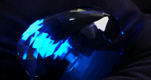 Largest ever blue topaz gemstone given to London museum