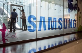 A Samsung logo is displayed in a mall beneath the company's headquarters in the Gangnam district of Seoul on October 12, 2016. Samsung Electronics slashed its third-quarter profit estimate by 33.3 percent, citing fallout from the recall nightmare surrounding its scrapped Galaxy Note 7 smartphone. / AFP PHOTO / Ed Jones