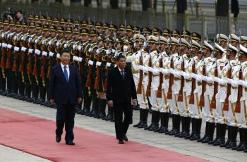 President of the Philippines Rodrigo Duterte (R) and Chinese President Xi Jinping(L) review the guard of honors as they attend a welcoming ceremony at the Great Hall of the People in Beijing, China, October 20, 2016. / AFP PHOTO / POOL / THOMAS PETER