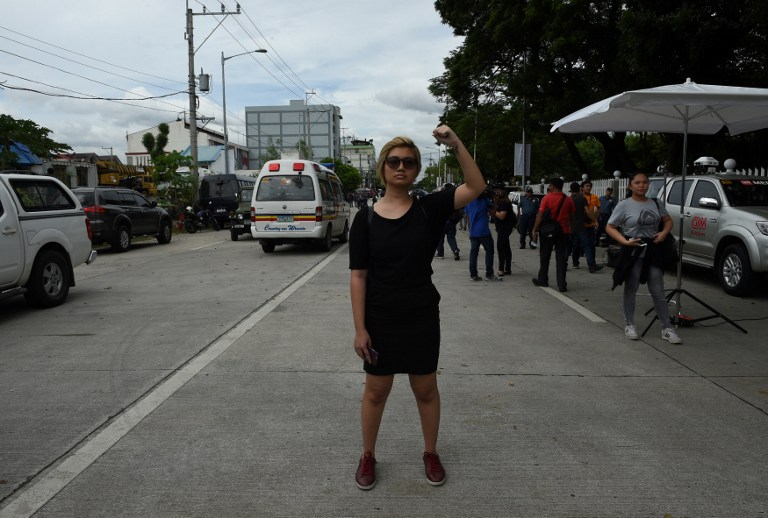 News In Photo Lone Anti Marcos Activist Protests Outside The