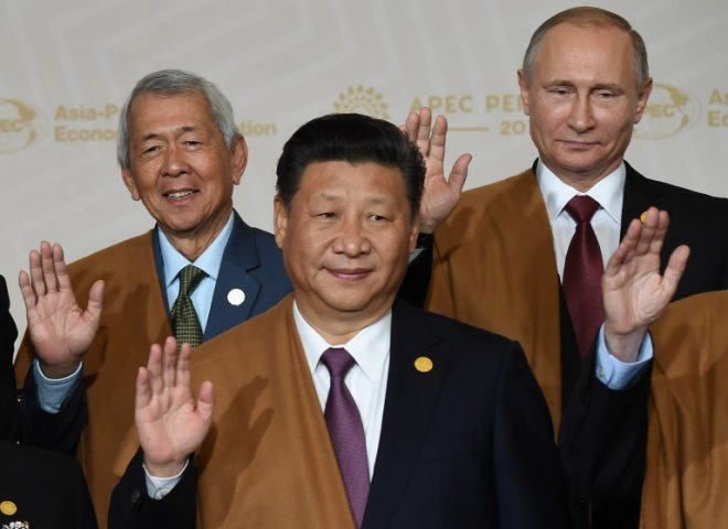 News in photo:  Yasay takes Duterte's place in APEC family photo