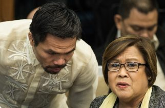 Philippine boxing icon and Senator Manny Pacquiao (L) talks to Senator Leila De Lima during the Senate drug hearing at the Senate building in Manila on November 23, 2016.  Kerwin Espinosa, son of the late mayor Rolando Espinosa, was arrested in the United Arab Emirates last month and will face drug trafficking charges. / AFP PHOTO / NOEL CELIS