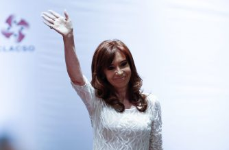 """Former Argentine president Cristina Kirchner waves during the conference """"The Political Struggle in Latin America Today"""", in Sao Paulo, December 9, 2016. / AFP PHOTO / Miguel SCHINCARIOL"""