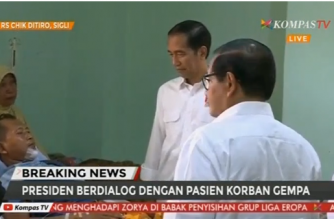 Indonesian President Joko Widodo visits injured patients treated in a hospital in Indonesia's Aceh province, where over 100 people were killed following a 6.5 magnitude quake.(photo grabbed from Reuters video)