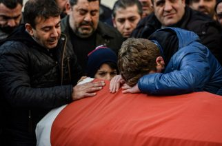 Relatives of Ayhan Arik, one of the victims of the Reina night club attack mourn during his funeral ceremony on January 1, 2017 in Istanbul. Thirty-nine people, including many foreigners, were killed early on January 1, 2016 when a gunman went on a rampage at an exclusive nightclub in Istanbul where revellers were celebrating the New Year. / AFP PHOTO / OZAN KOSE