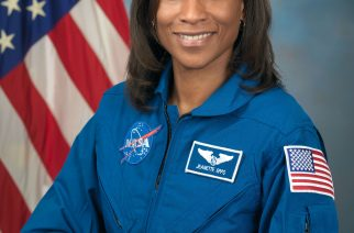 This NASA handout photo obtained January 4, 2017 shows NASA astronaut Jeanette Epps on September 30, 2009 at the Johnson Space Center in Houston, Texas. NASA is assigning veteran astronaut Andrew Feustel and first-flight astronaut Jeanette Epps to missions aboard the International Space Station in 2018. / AFP PHOTO / NASA / Handout / RESTRICTED TO EDITORIAL USE - MANDATORY CREDIT AFP PHOTO / NASA/ROBERT MARKOWITZ/ - NO MARKETING - NO ADVERTISING CAMPAIGNS - DISTRIBUTED AS A SERVICE TO CLIENTS