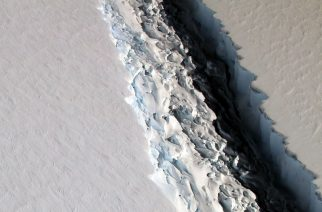 (FILES) This file photo released on December 1, 2016 by NASA shows what scientists on NASA's IceBridge mission photographed in a view of a massive rift in the Antarctic Peninsula's Larsen C ice shelf on November 10, 2016.  A massive ice block nearly 100 times the area of Manhattan is poised to break off Antarctica's Larsen C ice shelf, scientists reported on January 6, 2017. A slow-progressing rift suddenly grew by 18 kilometres (11 miles) at the end of December, leaving the finger-shaped chunk -- 350 metres thick -- connected along only a small fraction of its length. The rift has also widened, from less than 50 metres (160 feet) in 2011 to nearly 500 metres today.  / AFP PHOTO / NASA / NASA/Maria-Jose VINAS / RESTRICTED TO EDITORIAL USE - MANDATORY CREDIT AFP PHOTO /NASA/Maria-Jose Vinas  - NO MARKETING - NO ADVERTISING CAMPAIGNS - DISTRIBUTED AS A SERVICE TO CLIENTS