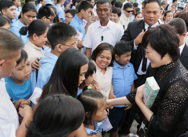 News in photo:  Akie Abe, wife of Japanese PM, visits Phl National School for the Blind