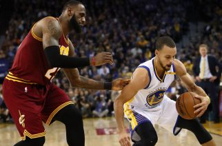 OAKLAND, CA - JANUARY 16: Stephen Curry #30 of the Golden State Warriors steals the ball from LeBron James #23 of the Cleveland Cavaliers at ORACLE Arena on January 16, 2017 in Oakland, California. NOTE TO USER: User expressly acknowledges and agrees that, by downloading and or using this photograph, User is consenting to the terms and conditions of the Getty Images License Agreement.   Ezra Shaw/Getty Images/AFP