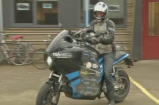 Students who built an electric motorbike from scratch have successfully completed an 80-day ride around the world. (Photo courtesy to Reuters video)