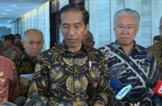 "Indonesian President Joko Widodo says relations with Australia remain ""in good condition"", while Indonesia's Security Minister Wiranto contradicts an earlier military statement that ""all forms of cooperation"" between the two countries had been suspended.(photo grabbed from Reuters video)"