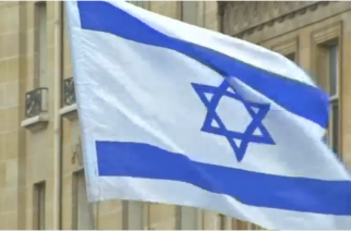 Several hundred pro-Israeli demonstrators protest outside the Israeli embassy in Paris against what they say is 'pointless' Middle East summit.(photo grabbed from Reuters video)