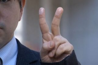 Japanese researchers warn of fingerprint theft from 'peace' signs in digital photographs.  (Photo grabbed from Reuters video)