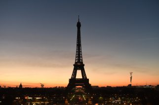 (FILES) This file photo taken on January 6, 2017 shows Paris' Eiffel Tower at dawn.  / AFP PHOTO / OLIVIER MORIN