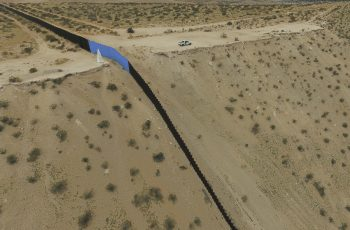 Aerial view of the metal fence between Mexico (L) and the United States (R) taken in Puerto Anapra, Chihuahua state, February 19, 2017.   ATTENTION EDITORS: This image is part of an ongoing AFP photo project documenting the life on the two sides of the US/Mexico border simultaneously by two photographers traveling for ten days from California to Texas on the US side and from Baja California to Tamaulipas on the Mexican side between February 13 and 22, 2017. You can find all the images with the keyword : BORDERPROJECT2017 on our wire and on www.afpforum.com / AFP PHOTO / YURI CORTEZ
