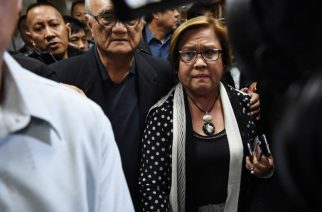 Philippine Senator Leila De Lima (centre R), a top critic of President Rodrigo Duterte, is escorted by security personnel as she walks to a press conference in the senate in Manila on February 23, 2017, as she awaits the warrant of arrest to be served. An arrest warrant was issued February 23, for the highest-profile opponent of Philippine President Rodrigo Duterte's brutal war on drugs, outraging her supporters who said the move was aimed at silencing her. Senator Leila de Lima, 57, a lawyer who has spent nearly a decade trying to link Duterte to death squads that have allegedly killed thousands of people, faces drug trafficking charges that could see her jailed for life. / AFP PHOTO / TED ALJIBE