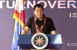 President Rodrigo Roa Duterte witnessed the ceremonial turnover of the key of the Federation of the Filipino-Chinese Chamber of Commerce and Industry, Inc. (FFCCCII) rehabilitation facility (counseling center) to the Island Garden City of Samal (IGACOS) in Davao del Norte.  (Photo grabbed from RTVM video)