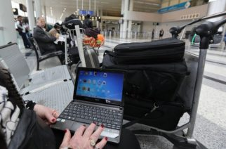 A Syrian woman travelling to the United States through Amman opens her laptop before checking in at Beirut international airport on March 22,2017. Hours after the US government warned that extremists plan to target passenger jets with bombs hidden in electronic devices, and banned carrying them in cabins on flights from 10 airports in eight countries in the Middle East and North Africa, Britain tightened airline security on flights from the same region, banning laptops and tablet computers from the plane cabin. / AFP PHOTO / ANWAR AMRO