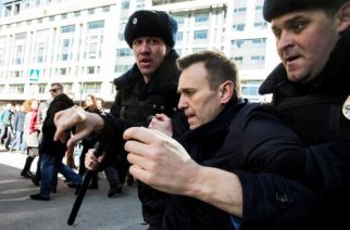 "This handout picture taken and provided by Evgeny Feldman for Alexei Navalny's campaign on March 26, 2017 shows police officers detaining Kremlin critic Alexei Navalny during an unauthorised anti-corruption rally in central Moscow. / AFP PHOTO / Evgeny Feldman for Alexei Navalny's campaign / HO / RESTRICTED TO EDITORIAL USE - MANDATORY CREDIT ""AFP PHOTO / Evgeny Feldman for Alexei Navalny's campaign"" - NO MARKETING NO ADVERTISING CAMPAIGNS - DISTRIBUTED AS A SERVICE TO CLIENTS"
