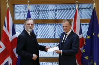 Britain's ambassador to the EU Tim Barrow (L) delivers British Prime Minister Theresa May's formal notice of the UK's intention to leave the bloc under Article 50 of the EU's Lisbon Treaty to European Council President Donald Tusk in Brussels on March 29, 2017.  Britain formally launches the process for leaving the European Union on Wednesday, a historic step that has divided the country and thrown into question the future of the European unity project. / AFP PHOTO / POOL / YVES HERMAN