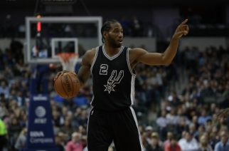 DALLAS, TX - NOVEMBER 30: Kawhi Leonard #2 of the San Antonio Spurs during play against the Dallas Mavericks at American Airlines Center on November 30, 2016 in Dallas, Texas. NOTE TO USER: User expressly acknowledges and agrees that , by downloading and or using this photograph, User is consenting to the terms and conditions of the Getty Images License Agreement.   Ronald Martinez/Getty Images/AFP