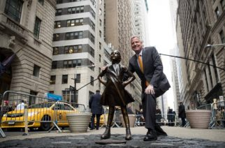 NEW YORK, NY - MARCH 27: New York City Mayor Bill De Blasio poses for a photo with the 'Fearless Girl' statue during a press availability, March 27, 2017 in New York City. De Blasio announced that the popular statue of a young girl staring down the famous Wall Street 'Charing Bull' will stay in place until February 2018.   Drew Angerer/Getty Images/AFP
