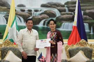 President Duterte handed over a pledge worth US $300,000 to Daw Aung San Suu Kyi, Myanmar's State Counsellor, for the Philippines' humanitarian assistance to Myanmar's Rakhine State.  It is the biggest donation made so far made by an ASEAN member state to Myanmar's Rakhine State this year.  (photo courtesy Presidential Communications)