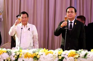 President Rodrigo Duterte and Thai Prime Minister General Prayut Chan-o-cha propose a toast during the state dinner at the Government House in Bangkok, Thailand on March 21, 2017.  (Courtesy Presidential Communications)