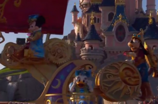 Disneyland Paris holds grand parade to celebrate the park's 25th anniversary.(photo grabbed from Reuters video)