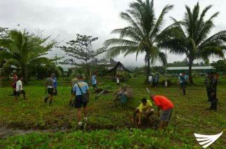 Drug surrenderees katuwang ng pulisya sa isinagawang coastal clean-up