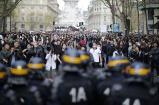 People face riot police as they  take part in a demonstration on the Place de la Republique, in Paris, on April 2, 2017 to protest over the death of Liu Shaoyo, a 56-year-old Chinese man killed by police on March 26, 2017. The incident happened late on March 26 when police shot and killed a 56-year-old Chinese man named as Liu Shaoyo. Three officers were slightly injured in the incident and one police vehicle was damaged by an incendiary device. A police source told AFP that officers were called to the Chinese man's house after reports of a domestic dispute.  / AFP PHOTO / Benjamin CREMEL