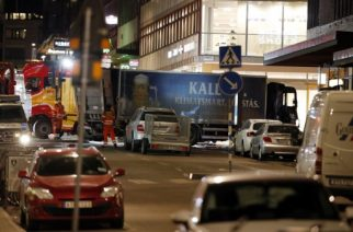 The stolen truck, which was driven through a crowd outside a department in Stockholm on April 7, 2017, is towed on April 8, 2017. A massive manhunt was underway for the driver of the stolen truck that ploughed into the crowd, killing four and injuring 15, Swedish police said. / AFP PHOTO / Odd ANDERSEN