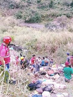 This handout photo taken on April 18, 2017 and released by the 84th Infantry Battallion 7th Infantry Divison of the Philippine Army, shows rescuers standing next to the bodies of accident victims after a passenger bus plunged into a ravine in Carranglan town, Nueva Ecija province, north of Manila. At least 26 people were killed and 21 injured when a passenger bus crashed into a deep ravine in the mountainous northern Philippines on April 18, authorities said. / AFP PHOTO / Philippine Army / Handout