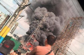 Sunog naganap sa Highway Homes Alabang; transmission line sa lugar sumabog at tumaob
