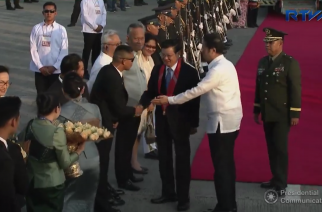 Lao People's Democratic Republic (PDR) Prime Minister Thoungloun Sisoluith  is greeted upon his arrival in Manila for the ASEAN Summit.  (Photo grabbed from RTVM video)