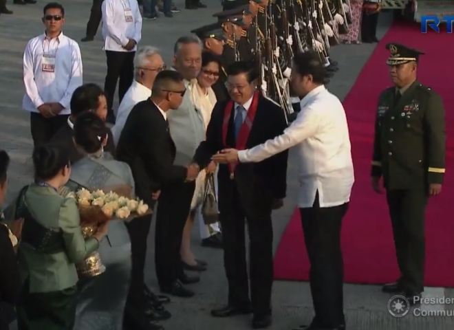 Lao People's Democratic Prime Minister arrives in Manila for ASEAN Summit