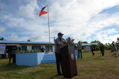 Philippine Defense Secretary Delfin Lorenzana gestures as he delivers his speech during a visit to Thitu island in Spratlys on April 21, 2017. A group of Filipino fishermen have accused China's coast guard of shooting at their vessel in disputed South China waters, Philippne authorities said April 21. TED ALJIBE / AFP