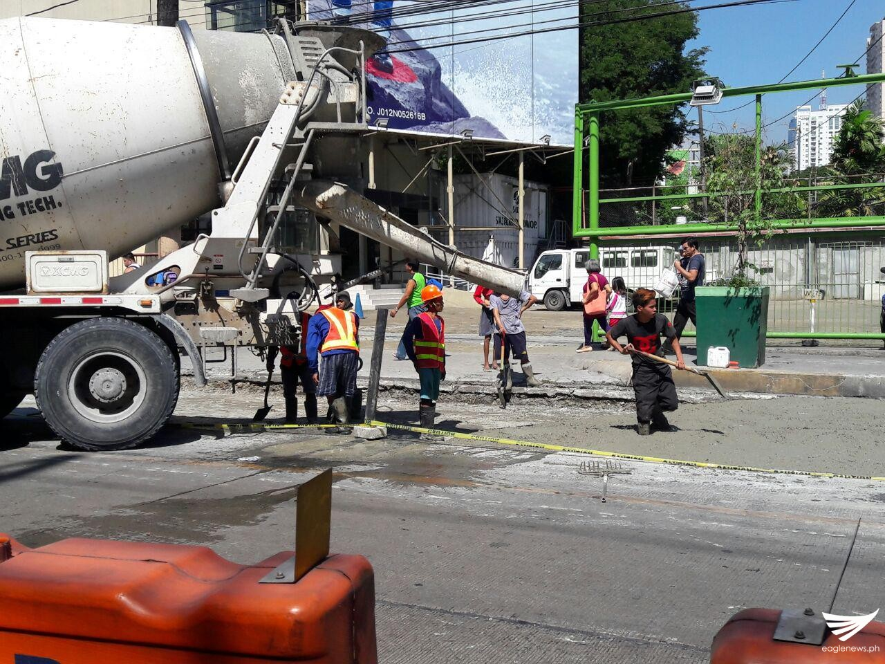 Authorities took advantage of the holiday to make repairs on roads. Edsa Crossing (Shaw), for example, was closed to traffic. Erwin Temperante, Eagle News Service