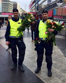 Policemen in Stockholm, Sweden are also given flowers by the people who returned to the scene of the terror truck attack in the Swedish capital. (Photo by Fritzie Joy, Eagle News Service)